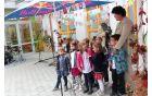 Skupinica otrok se je zahvalila vsem za skrb ob gradnji novega vrtca