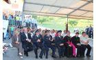 Botri poslušajo govor predsednice društva Brigite Božnik.