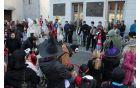 Kobariške sour3nke in ostale maškare so na placu pozdravili številni domačini in obiskovalci.