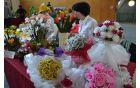 Nekoč so bili poročni šopki večinoma iz papirnatega cvetja, danes so taki redki in posebni.