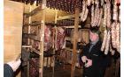 Blažen med mesnimi proizvodi