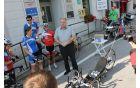 Na kobariškem trgu jih je sprejel in pozdravil župan Občine Kobarid Robert Kavčič. Foto: Nataša Hvala Ivančič