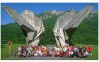 ...pri spomeniku na Sutjeski