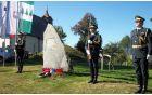 Častna straža slovenske vojske pred spomenikom na Čreti