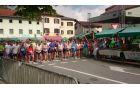Ob 18. uri se je na 10 kilometrsko pot podalo 72 tekačev. Prvi je v cilj pritekel Šemrov Jernej, član ŠD Hotedršica, ki je dosegel odličen čas, 35 minut in 33 sekund. Foto: Milan Gruntar Micky