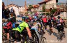 kolona kolesarjev ob štartu