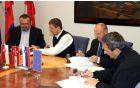 Med podpisom pogodbe