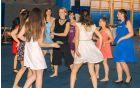 plesna učiteljica Katja s svojimi učenkami