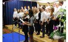 Za uvod je zapel šolski mešani pevski zbvor
