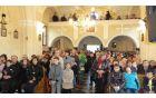Pri slovesni maši je, poleg molitve, s kora odmevalo petje mešenega pevskega zbora in fantovskega zbora z Dobrove.