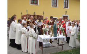 Novomašnik Ivan na slovesni procesiji v Vojniku
