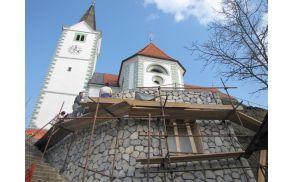 Pustno razposajena Folklorna skupina Kal nad Kanalom. Foto: Darja Rijavec