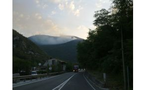 Požar na pobočju Svete gore. Foto: Danijel Markič