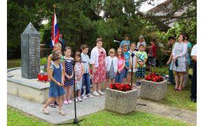 Kljub poletnim počitnicam so se učenci potrudili za nastop.