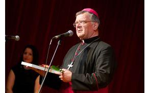Celjski škof msgr. Stanislav Lipovšek je leta 2013 prejel tudi častno priznanje Občine Vojnik (foto: Matjaž Jambriško).