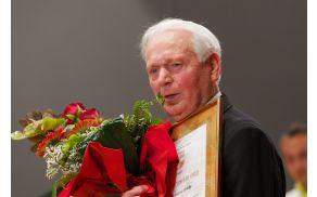 Zlati vojniški grb je prejel Anton Pešak.