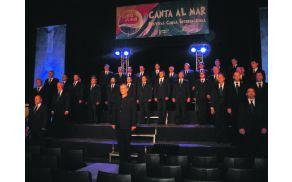 Kosovelovci med tekmovalnim nastopom v Mozartovi dvorani