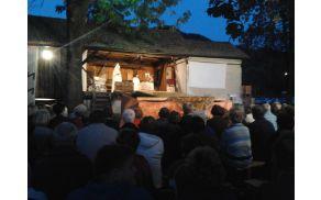 "Gledališka predstava na Herčevi žagi: ""Moda in baula"""