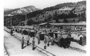 Med Bohinjsko Bistrico in Ukancem je bila zgrajena ozkotirna železnica, ki so jo v začetku vlekli konji. Kasneje je bila pod slapom Savica zgrajena hidroelektrarna in progo so elektrificirali. Fototeka Muzeja novejše zgodovine Slovenije