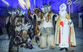 Miklavž je prišel v Kanal v spremstvu parkeljnov in sngelov, foto: Damijan Simčič