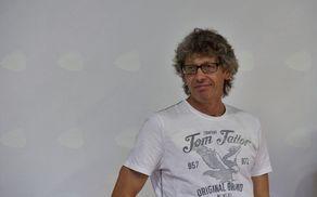 Gabrijel Ipavec na odprtju razstave v Galeriji Keramost.  Foto: Primož Kožuh