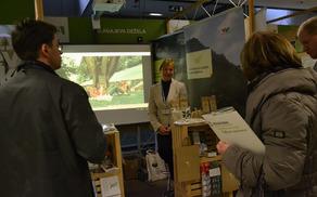 Zeliščarka Margita Vehar kot promotorka svojih izdelkov in občinskih programov