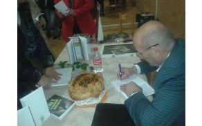 Radovan B. Milić podpisuje knjige