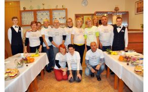 Udeleženci srečanja vseh štirih držav v majicah, potiskanih z naslovom projekta.