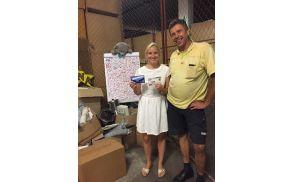 Poštar Peter nesebično zbira prispevke za Anino zvezdico. (Foto: Facebook stran Anina zvezdica)