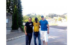 Domačina Sandi Petrej in Marko Zdovc v družbi Erica iz Gane
