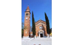 Šempetrska župnijska cerkev posvečena Sv. Petru po katerem nosi kraj ime.