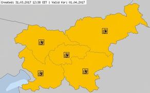 Za danes in jutri velja opozorilo pred nevarnostjo požarov v naravi. Še vsaj deset dni ne bo konkretnejšega dežja, ki bi omilil situacijo, pravijo na ARSU. (Foto: Meteoalarm)