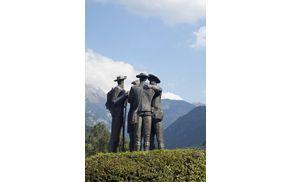1755_1503559476_sculpture-2169532_1920.jpg