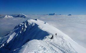 Turnosmučarsko priljubljena Begunjščica bo tudi del trase tekme Zelenica Ski Raid, ki bo hkrati državno prvenstvo v turnem smučanju in tekma slovenskega pokala ter izziv za rekreativne turne smučarje (foto Nejc Kuhar)