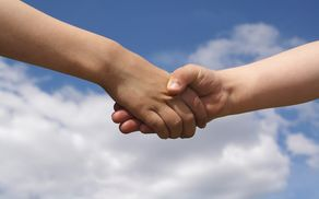 1755_1519900645_kids-shaking-hands-1532456.jpg