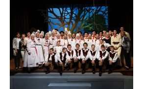 Folklorna skupina Mladika v narodnih nošah