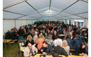 Degustacija špargljevih jedi pod šotorom v Orehovljah