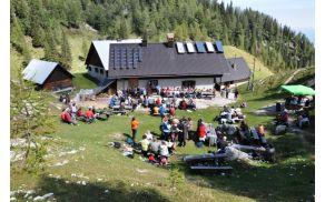 Koča v Lipanci, ki je v lasti Planinskega društva Bled, ki ga že nekaj desetletij uspešno vodi prav Janez Petkoš.