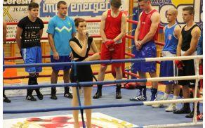 1_danijaburjan-boks_himna.jpg