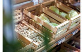 Ponudba sveže zelenjave v trgovini Zadruge Dobrina