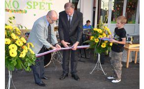 Prerez traku je pomenil uradno odprtje prenovljene šole.
