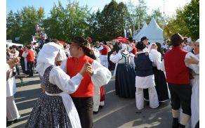 Ples na ploščadi; foto Klemen Leben