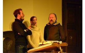 Družinski trio Volk Folk ohranja ljudsko pesem.