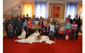 Zbrani na prvem zboru gasilske mladine PGD Polhov Gradec
