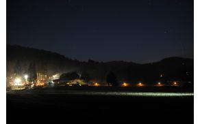 Čaroben pogled na prizorišče živih jaslic na Vrzdencu (foto: Jure Burjek)