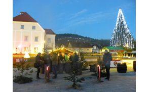 Božična lovska vas z Jägerhütte na grajskem trgu