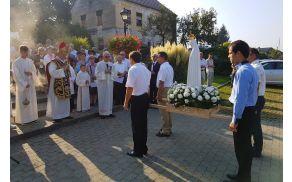 Kip fatimske Marije romarice je v Vojniku sprejel domačin, škof, dr. Stanislav Lipovšek.
