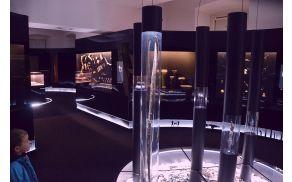 Notranjost muzeja z začasno razstavo o prakolesu