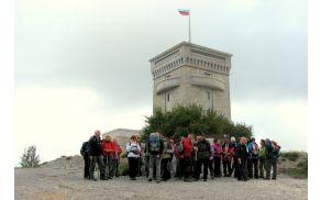 Na planotastem Cerju stoji veličasten spomenik braniteljem slovenske zemlje