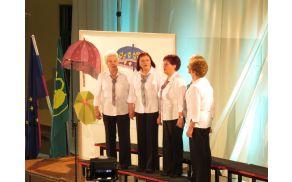 Iz DI Slovenj Gradec so se Revije pevskih zborov ZDIS udeležile Ljudske pevke Lastovke